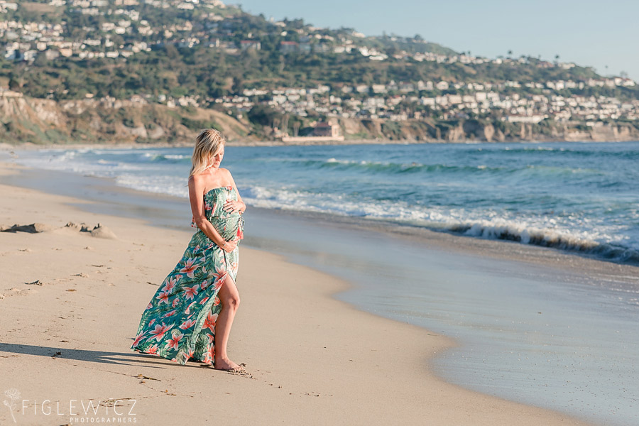 palos verdes in background of beach maternity photo