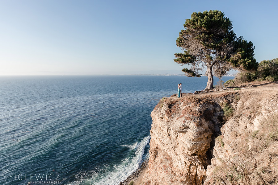 couple on palos verdes cliff