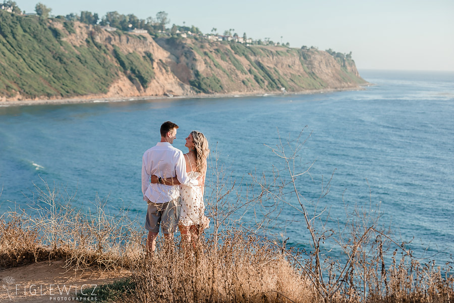 couple looking off palos verdes cliff to ocean