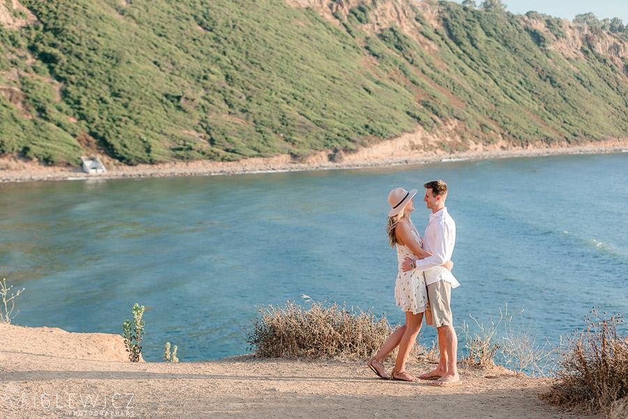couple hugging in palos verdes cliffside
