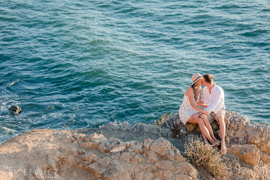palos verdes couple sitting by ocean